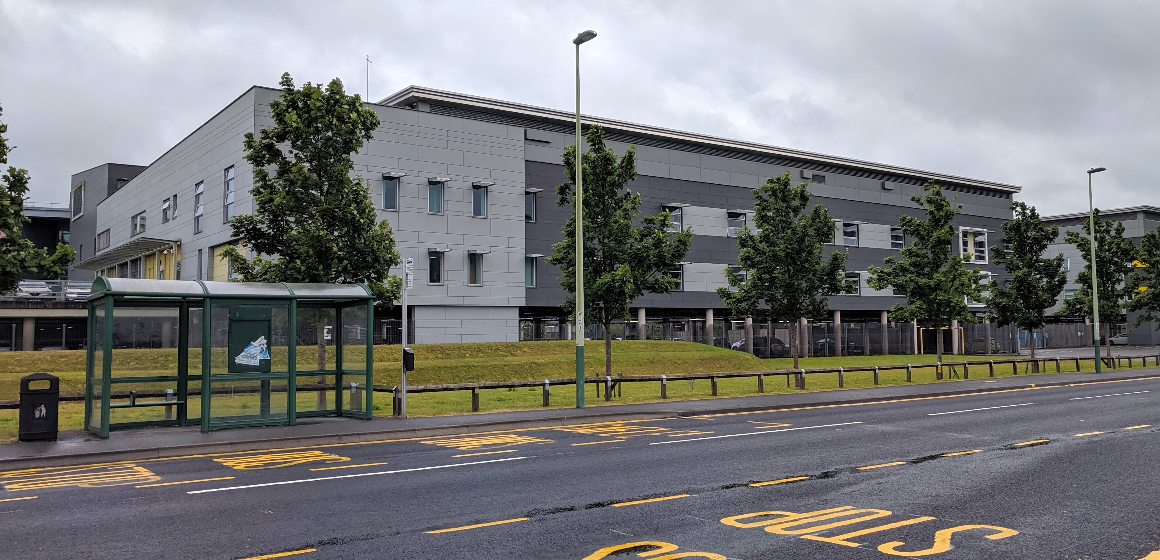 Photo of Ysbyty Ystrad Fawr hospital from across the road